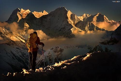 Nhìn ngắm đỉnh Kangtega (Nepal) đang chìm dần trong hoàng hôn là một điều thú vị mà không ít nhà leo núi từng mơ ước.