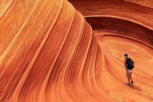 Những vách đá gợn sóng trong hẻm núi Paria Canyon  Vermillion nằm ở khu vực miền Bắc bang Arizona và miền Nam bang Utah, là một trong những kì quan địa chất ngoạn mục nhất thế giới.