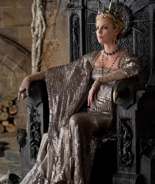 2410_TP2F_00045R_charlize_theron_close_up_i'm_the_queen.jpg