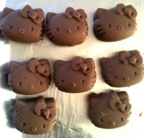 Bạn cũng có thể tự làm những miếng chocolate xinh yêu thế này.