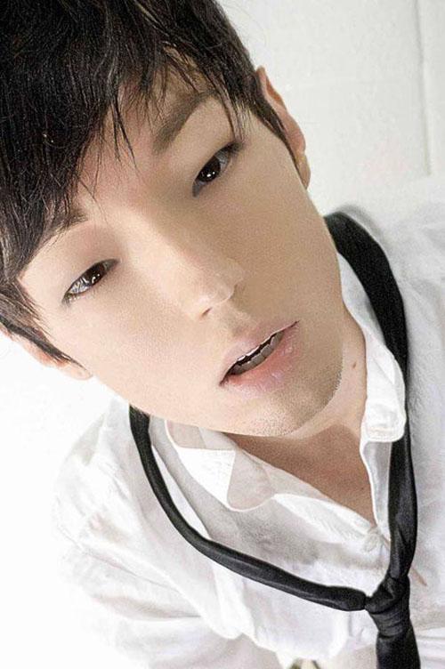Nhan sắc không kém cạnh hot boy Hàn Quốc của anh chàng sau khi chỉnh sửa.