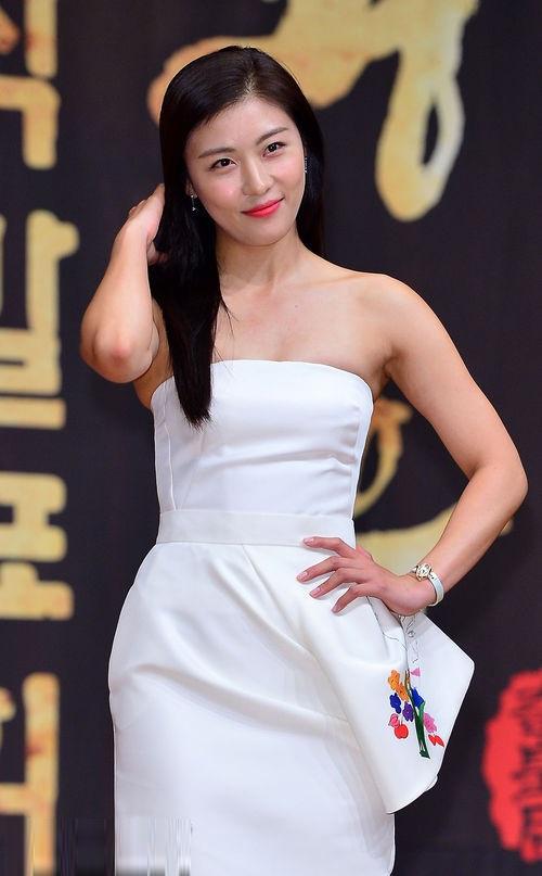 Hành trình trở thành 'nữ hoàng quốc dân' của Ha Ji Won