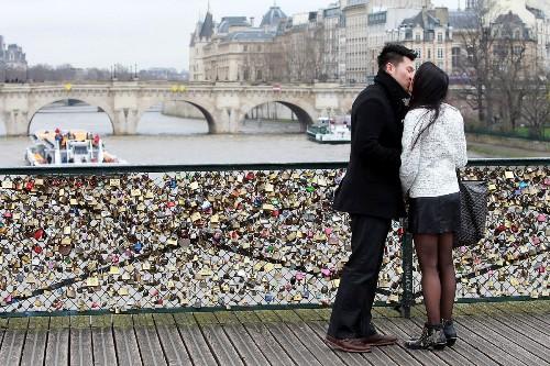 Cầu tình yêu là chứng nhân của nhiều cuộc tình đẹp.