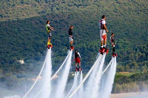 Những siêu anh hùng đã xuất hiện trên vùng vịnh Nha Trang xinh đẹp. Ảnh: yesgo.