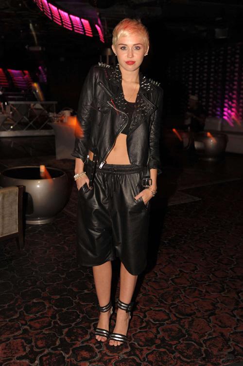 Miley-Cyrus-at-Club-Liv-in-Mia-8399-4903