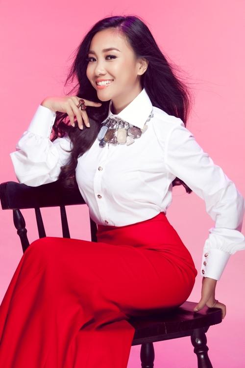 Ban tổ chức chương trình Bước nhảy Hoàn vũ nhí mùa đầu tiên  Đoan Trang và Yến Trang sẽ là 2 nữ Giám khảo xinh đẹp trong bộ 3 quyền lực sẽ đảm nhận vai trò cầm cân nảy mực, đánh giá và chọn lựa các thí sinh