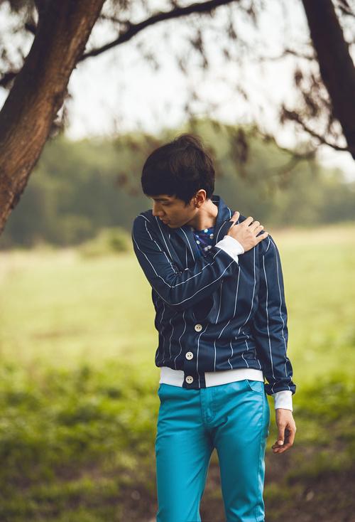 Qua những khuôn hình thời trang, Cao Thiên Ân muốn đưa ra 5 gợi ý về xu hướng trang phục dành cho chuyến dã ngoại mùa hè ở vùng cao của các cậu bạn tuổi teen thông qua các mẫu thiết kế mới nằm trong bộ sưu tập B21 của nhà thiết kế Trương Thanh Long.