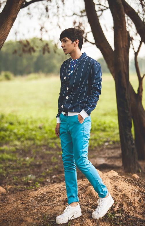 gam màu xanh biển mát mắt xua tan cái nắng hanh hao của mùa Hè tạo cảm giác dễ chịu cho chuyến phiêu du. Mix nguyên tông xanh thì các teen chú ý những món đồ được kết hợp trong 1 set đồ phải có sắc độ đậm nhạt khác nhau thì mới tạo nên một tổng thể màu Xanh đẹp. Gam màu khuyên dùng kết hợp với xanh biển là trắng