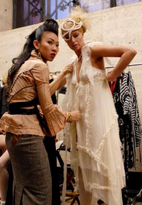 cô tham gia tạo mẫu trang phục cho nữ hoàng nhạc pop Madonna trong cuốn video dài 105 phút Drowned World Tour, sau đó là cơ hội làm việc cho nữ danh ca Janet Jackson và nhóm nhạc Destiny