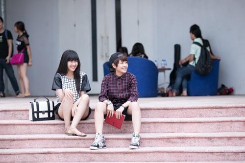 Đối với Chi Pu, quay phim xong vẫn chỉ là một nửa chặng đường. Cô nàng phải tranh thủ theo sát việc dựng và làm hậu kì phim, vừa phải lên kế hoạch tổ chức 3 buổi offline lớn tại 3 miền nhân ngày sinh nhật (14/6).