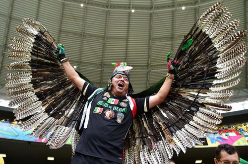 Đại bàng Mexico tung cánh.