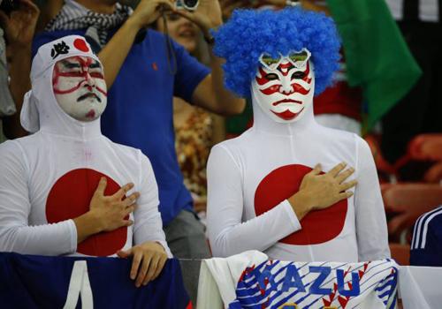 Trang phục siêu hài của fan Nhật.