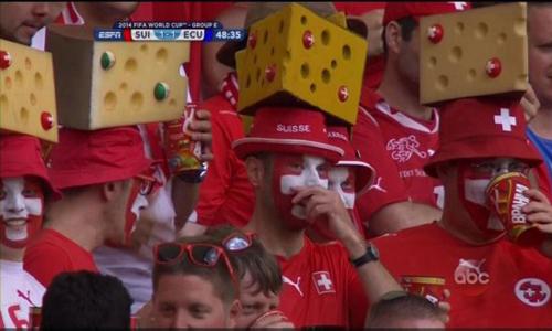 Những chiếc mũ pho mát Thụy Sĩ ngộ nghĩnh.