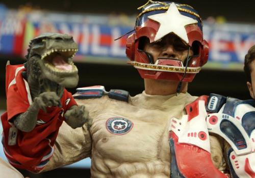 Fan người Chile sáng tạo ra siêu anh hùng mới với một cánh tay Godzilla.