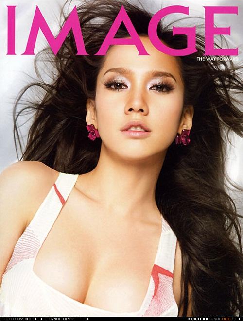 Nếu nhắc đến Chompoo Araya mà không có cái tên Aum Patcharapa thì quả là một thiếu sót không nhỏ. Cô được coi là nữ nghệ sĩ gợi cảm bậc nhất làng giải trí Thái Lan và là ngôi sao số 1 của đài truyền hình danh tiếng CH7.