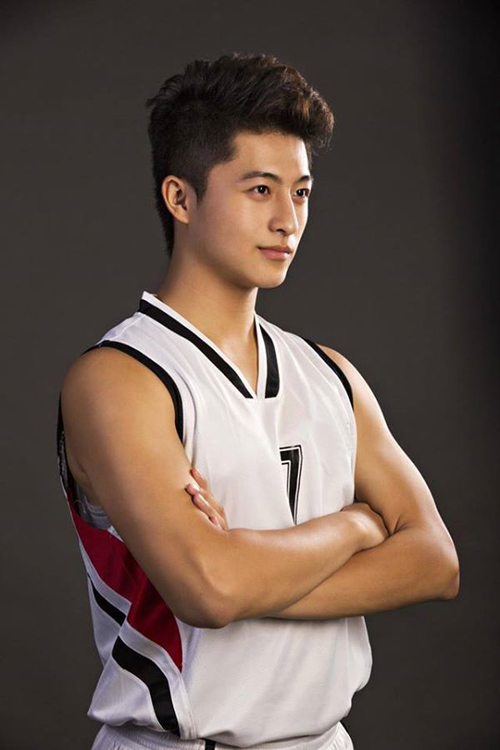 Xuất phát điểm là một vận động viên bóng rổ Harry đã gặt hái được những thành công nhất định ở bộ môn thể thao này.