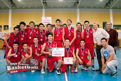Là đội trưởng đội bóng rổ RMIT, Harry đã cùng đồng đội gặt hái được nhiều giải trong các cuộn thi đấu bóng rổ với các trường