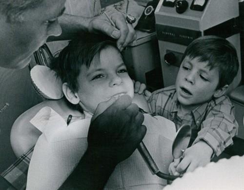 Cậu bé này không phải là đứa trẻ duy nhất trốn nha sĩ, nhưng nghĩ ra được đến thế này thì không phải đứa bé nào cũng làm được. Ảnh minh họa: Getty Image.