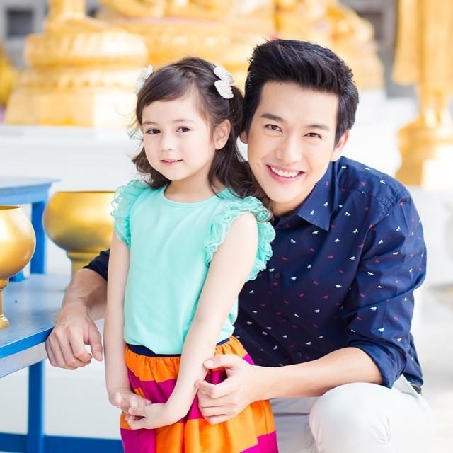Jenna từng hợp tác với nhiều ngôi sao Thái Lan. Trong hình là Jenna và Push Putto - DJ, VI kiêm diễn viên nổi tiếng.
