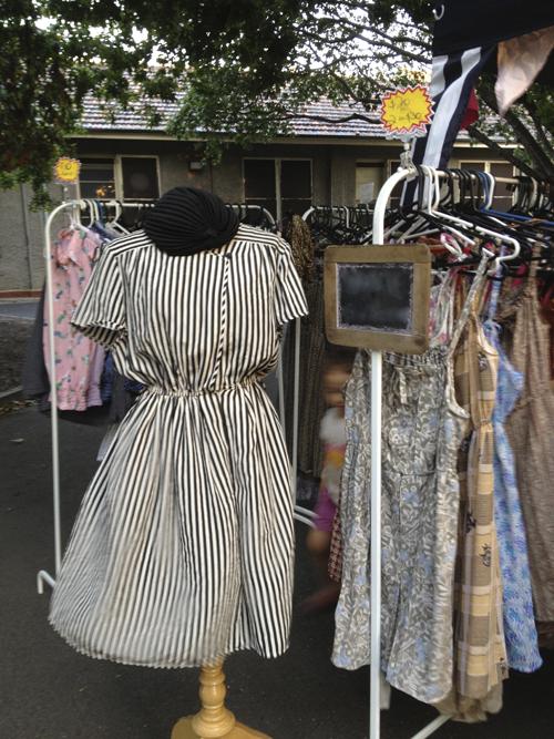 Những khu chợ hàng cũ luôn có sức hấp dẫn với nhiều bạn trẻ vì là nơi tập trung nhiều món đồ độc-lạ