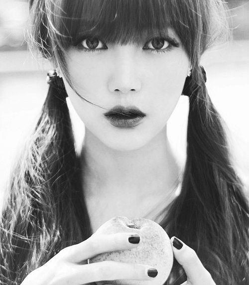 Pony cũng đã xuất bản một cuốn sách tổng hợp các hướng dẫn trang điểm và dưỡng da . Điều này góp phần giúp cô nàng trở thành một trong những chuyên gia trang điểm được yêu thích nhất Hàn Quốc và châu Á.