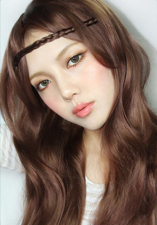 Kênh youtube của cô nàng gồm những clip hướng dẫn trang điểm theo nhiều phong cách khác nhau, ngoài ra còn có các mẹo dưỡng da, làm đẹp rất hữu ích.