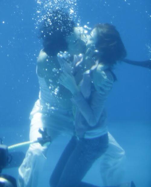 Những nụ hôn 'ngâm nước' của drama Hàn