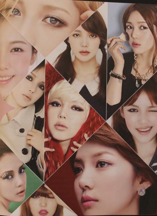 Pony đã hoá thân thành rất nhiều sao Hàn nổi tiếng trong các clip của mình như IU, Sandra Park, Lee Hyori... Trang điểm bắt chước các ngôi sao cũng là thế mạnh của hot girl này.