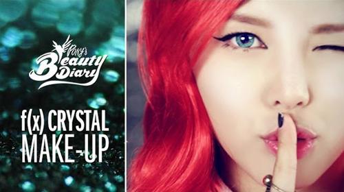 """Bên cạnh khả năng """"tút tát"""" gương mặt cực tài tình, cô nàng còn cẩn thận lựa chọn kiểu tóc, trang phục để có vẻ ngoài thật giống với các idol."""