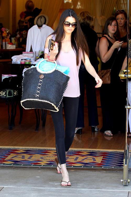 Khloe-Kardashian-Kendall-Jenne-5617-9046