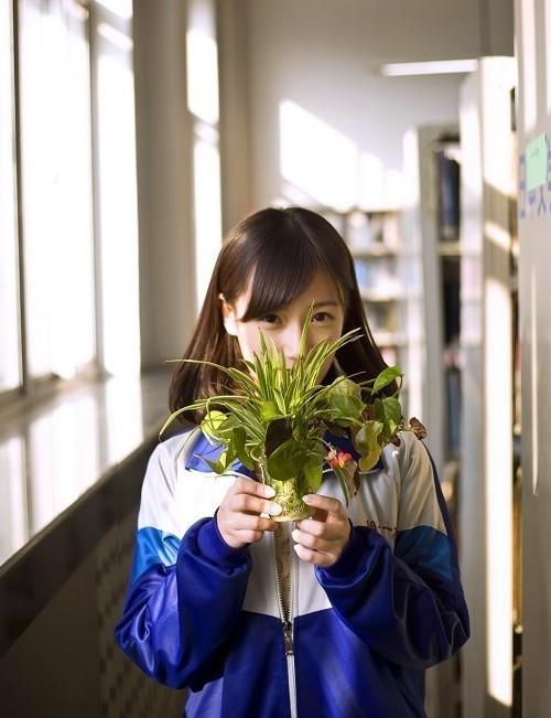 Cao Tình rất yêu thích các bộ môn nghệ thuật, ngoài giờ học văn hóa, cô bạn còn học thêm biểu diễn, dẫn chương trình phát thanh. Nữ sinh 17 tuổi dự định thi vào một trường nghệ thuật sau khi tốt nghiệp cấp ba.