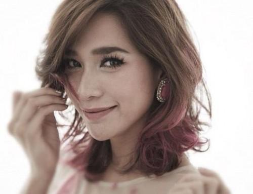 Mỗi năm, nhờ vào những hợp đồng quảng cáo và hợp đồng phim, Ploy đã thu về túi khoảng 6  8 triệu baht.