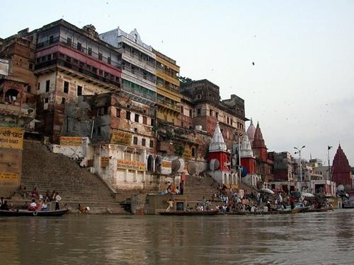 Varanasi (Ấn Độ).