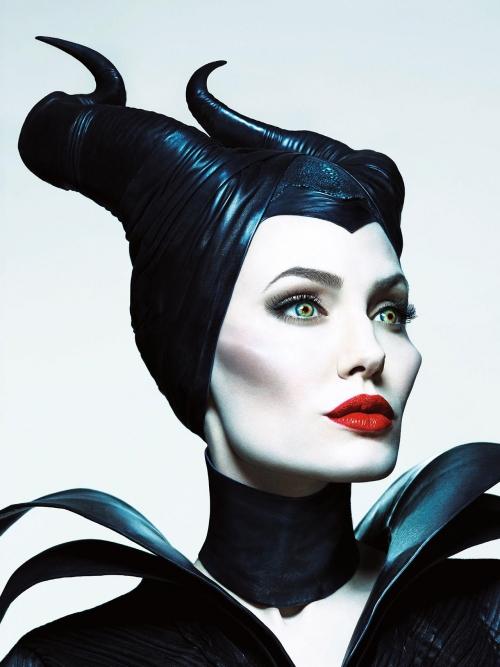 8. Cái tên Maleficent có nguồn gốc  từ tiếng Latin maleficenta, có nghĩa là tâm địa hiểm độc
