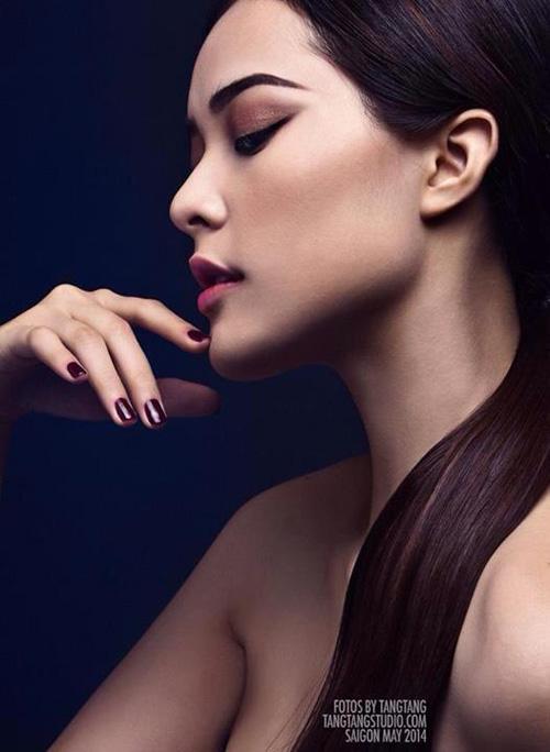 Trong số các thí sinh của Miss Ngoisao năm nay, Hạ Vy là một gương mặt nổi bật. Với giới trẻ Việt, cô nàng có gương mặt sắc nét này hẳn không còn quá lạ lẫm.