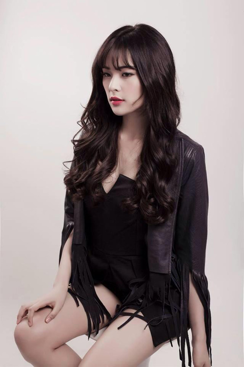 Hạ Vy sinh năm 1993, sở hữu chiều cao 1m68 và đang là du học sinh tại Singapore. Cô bạn đến từ Hải Phòng này từng lọt Top 10 cuộc thi Hoa hậu ảnh báo Thế giới phụ nữ.