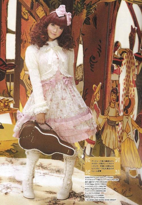 Ngoài việc làm người mẫu trang bìa cho tạp chí Gothic Lolita Bible và người mẫu cho các hãng Lolita nổi tiếng, Misako còn là một trong ba Đại Sứ Dễ Thương - Kawaii Taishi (cùng với Shizuka Fujioka và Yu Kimura) do Bộ Ngoại Giao Nhật bổ nhiệm vào năm 2009. Trong thời gian này, cô thành lập nên Cộng đồng Lolita Nhật Bản.