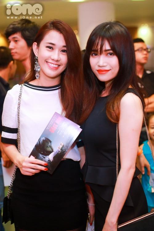 Ngọc Thảo và Sĩ Thanh tại buổi ra mắt  phim Đoạt Hồn, hot girl căng thẳng tập trung vào nội dung phim.