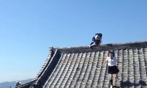 Video hot: Hai nữ sinh rượt đuổi nhau như ninja