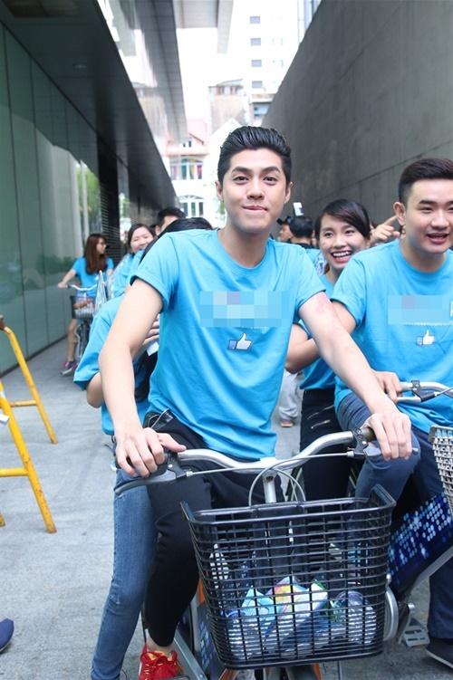 Cùng với Phương Vy và Hamlet Trương, cả 3 chia làm 3 đội và có một cuộc thi đấu xem đội nào shopping nhanh nhất bằng xe đạp dạo quanh các trung tâm mua sắm lớn của Tp.HCM.