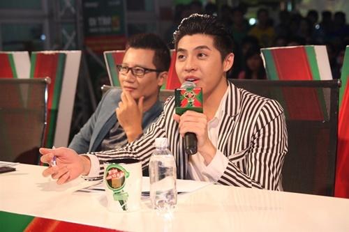 Tại đây, ngoài chấm thi, Noo Phước Thịnh còn có màn biểu diễn ấn tượng phục vụ khán giả.