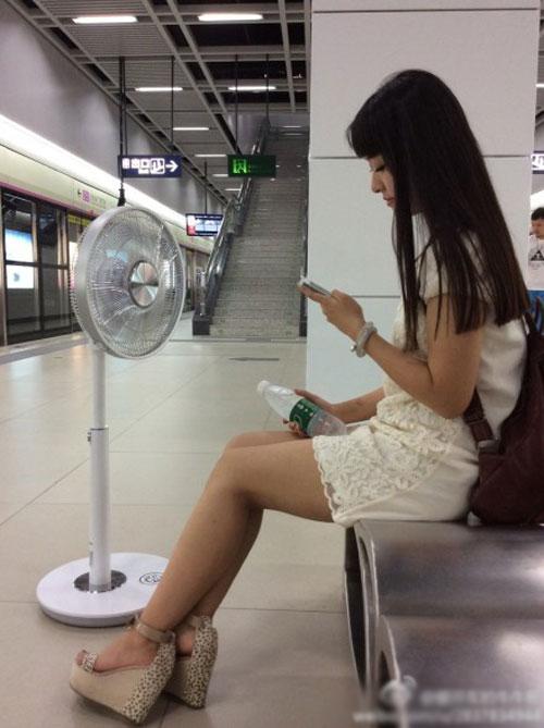 fan-girl-metro1-9784-1406689625.jpg