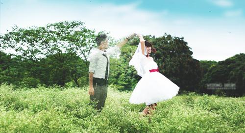 Bộ ảnh cưới trong mơ của một cô gái trẻ được tác giả trẻ Nguyễn Văn An, sinh năm 1992, sinh viên năm ngành Thiết kế nội thất, Viện ĐH Mở Hà Nội thực hiện, lấy ý tưởng từ một câu chuyện có thật.