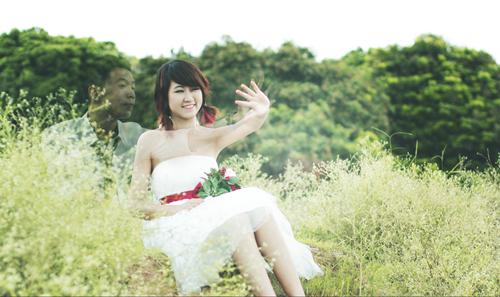Niềm hạnh phúc của cô gái trẻ với ''bạn trai tưởng tượng''.