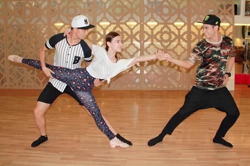 Bộ ba dancesport Thu Thủy Tim Hồ Vĩnh Khoa đã tập luyện vất vả trong một tiết mục đầy nóng bỏng của chương trình Gala Nhạc Việt 4 Những giấc mơ trở về.