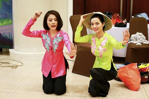 Trong số những điều đặc biệt mà chương trình mang lại có tiết mục thú vị với sự kết hợp giữa diễn viên Vân Trang và siêu mẫu Kim Cương. Hai người đẹp đến từ hai lĩnh vực khác nhau sẽ lần đầu tiên mang đến một tiết mục với giấc mơ tươi sáng về quê hương trong ca khúc Mưa Trên Quê Hương một sáng tác của nhạc sĩ Minh Châu.