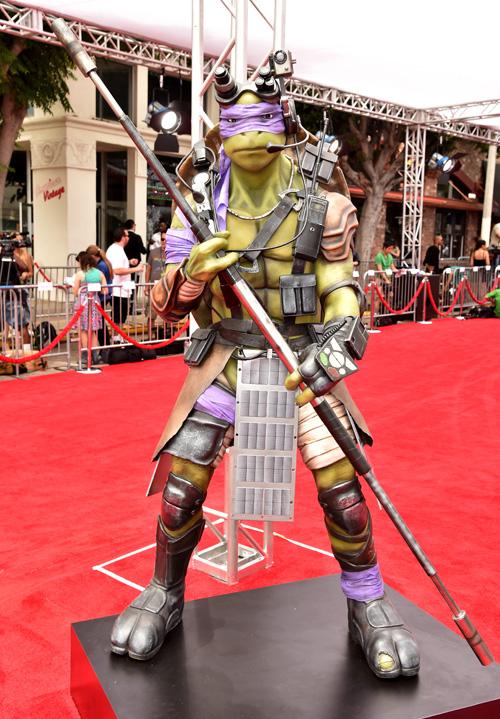 bộ tứ Leonardo, Donatello, Raphael và Michelangelo sẽ chính thức quay trở lại với khán giả hâm mộ trong bộ phim hành động phiên bản người đóng TEENAGE MUTANT NINJA TURTLES - tựa Việt NINJA RÙA.