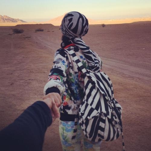 """Bộ ảnh gửi thông điệp: """"Điều quan trọng không phải bạn đang ở đâu mà là ở cùng ai"""", được thực hiện ở sa mạc Sinai, Sharm El Sheikh, Ai Cập."""