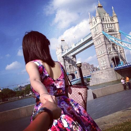 """Follow me to"" ở Tower Bridge."
