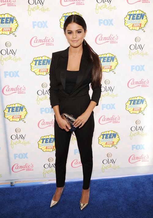 Selena-Gomez-Teen-Choice-Award-4841-2073